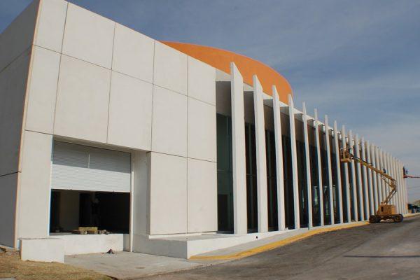 Opticretos paneles de fachada fachada sustentable leed for Paneles aislantes para fachadas